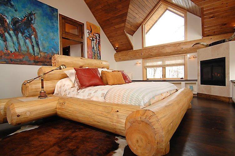 Кровать своими руками из бревен фото